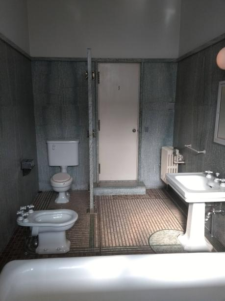 article 32-photo 14-10 01 2019_main bathroom