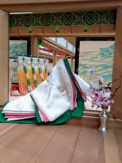 article 33-photo 14-17 01 2019_kimono_layering of seasonal colors in lady's costume