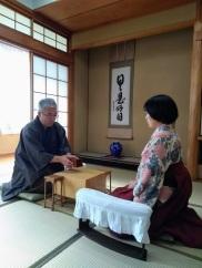 article 34-photo 3-27 01 2019_shogi_the senior player opens the box holding the koma