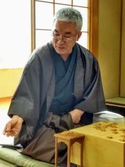 article 35-photo 7-27 01 2019_shogi_the senior player taking a koma